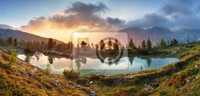 Постер Туман Озеро, отражение дерева в воде.Туман<br>Постер на холсте или бумаге. Любого нужного вам размера. В раме или без. Подвес в комплекте. Трехслойная надежная упаковка. Доставим в любую точку России. Вам осталось только повесить картину на стену!<br>