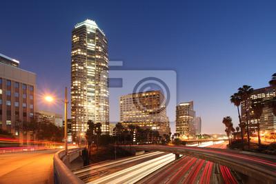 Постер Лос-Анджелес Downtown Лос-Анджелес, ночной видЛос-Анджелес<br>Постер на холсте или бумаге. Любого нужного вам размера. В раме или без. Подвес в комплекте. Трехслойная надежная упаковка. Доставим в любую точку России. Вам осталось только повесить картину на стену!<br>