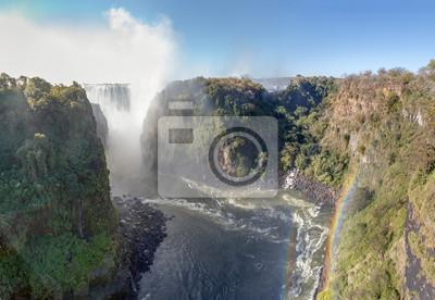 Постер Туман Водопад Виктория является крупнейшим занавес воды в мире (шириной 1708 метров). Водопад и окрестности Национальный парк и объект Всемирного наследия - Замбия, Зимбабве, АфрикаТуман<br>Постер на холсте или бумаге. Любого нужного вам размера. В раме или без. Подвес в комплекте. Трехслойная надежная упаковка. Доставим в любую точку России. Вам осталось только повесить картину на стену!<br>