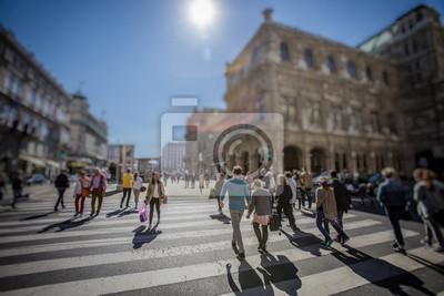 Занят Пешеходный переход по зебре на солнечный день в городе , 30x20 см, на бумагеПанорамные виды городов (улицы, люди, машины)<br>Постер на холсте или бумаге. Любого нужного вам размера. В раме или без. Подвес в комплекте. Трехслойная надежная упаковка. Доставим в любую точку России. Вам осталось только повесить картину на стену!<br>