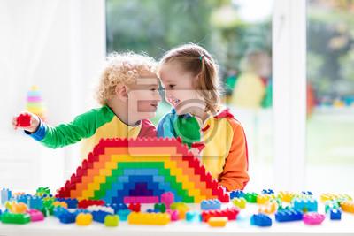 Постер Оформление офиса Дети, играя с красочных блоков, 30x20 см, на бумагеДетский сад<br>Постер на холсте или бумаге. Любого нужного вам размера. В раме или без. Подвес в комплекте. Трехслойная надежная упаковка. Доставим в любую точку России. Вам осталось только повесить картину на стену!<br>
