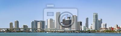 Постер Майами Панорама Майами городской архитектуры зданий и мостовМайами<br>Постер на холсте или бумаге. Любого нужного вам размера. В раме или без. Подвес в комплекте. Трехслойная надежная упаковка. Доставим в любую точку России. Вам осталось только повесить картину на стену!<br>