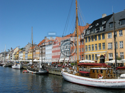 Постер Копенгаген Nyhavn в КопенгагенКопенгаген<br>Постер на холсте или бумаге. Любого нужного вам размера. В раме или без. Подвес в комплекте. Трехслойная надежная упаковка. Доставим в любую точку России. Вам осталось только повесить картину на стену!<br>