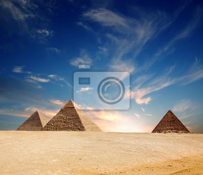 Постер Архитектура Постер 15518823, 23x20 см, на бумагеЕгипетские пирамиды<br>Постер на холсте или бумаге. Любого нужного вам размера. В раме или без. Подвес в комплекте. Трехслойная надежная упаковка. Доставим в любую точку России. Вам осталось только повесить картину на стену!<br>