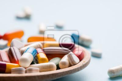 Лекарство, таблетки и лекарство в различных форма, 30x20 см, на бумагеАптека<br>Постер на холсте или бумаге. Любого нужного вам размера. В раме или без. Подвес в комплекте. Трехслойная надежная упаковка. Доставим в любую точку России. Вам осталось только повесить картину на стену!<br>