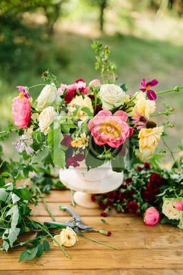 Искусств и ремесел, свадьба, декор, праздник, лето, природа понятие - букет из декоративных цветов как пионы, розы, лавины и diathuses, украшенный зеленью, размещен в вазе на деревянный стол, 20x30 см, на бумагеПионы<br>Постер на холсте или бумаге. Любого нужного вам размера. В раме или без. Подвес в комплекте. Трехслойная надежная упаковка. Доставим в любую точку России. Вам осталось только повесить картину на стену!<br>