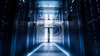 Выстрелом из коридора в большую рабочую ЦОД полные сервера для одежды и суперкомпьютеров., 36x20 см, на бумагеИнформационные технологии<br>Постер на холсте или бумаге. Любого нужного вам размера. В раме или без. Подвес в комплекте. Трехслойная надежная упаковка. Доставим в любую точку России. Вам осталось только повесить картину на стену!<br>