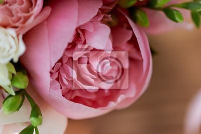 Свадебный букет невесты классической формы в розовых тонах. Свадебная флористика.пион большой, 30x20 см, на бумагеПионы<br>Постер на холсте или бумаге. Любого нужного вам размера. В раме или без. Подвес в комплекте. Трехслойная надежная упаковка. Доставим в любую точку России. Вам осталось только повесить картину на стену!<br>