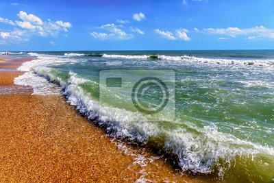Постер Города и карты Красивый живописный пейзаж серфинг волны плескались с пены на песчаный берег бушующего Черного моря на пляже Анапе курорта Анапа на закате. Летом голубое небо морской пейзаж, 30x20 см, на бумагеАнапа<br>Постер на холсте или бумаге. Любого нужного вам размера. В раме или без. Подвес в комплекте. Трехслойная надежная упаковка. Доставим в любую точку России. Вам осталось только повесить картину на стену!<br>