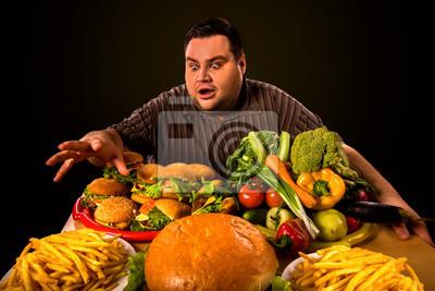 Диета сало человека, который делает выбор между здоровой и нездоровой пище . Избыточный вес мужчина с гамбургерами, картошкой фри и овощами лотки пытаетесь сбросить первый вес .Обилие концепция питания., 30x20 см, на бумагеДиетология<br>Постер на холсте или бумаге. Любого нужного вам размера. В раме или без. Подвес в комплекте. Трехслойная надежная упаковка. Доставим в любую точку России. Вам осталось только повесить картину на стену!<br>