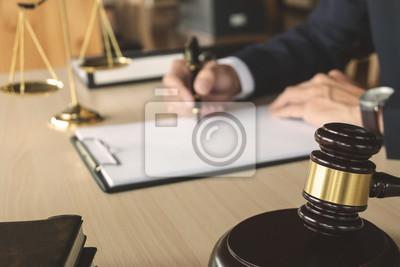 Постер Оформление офиса Справедливость и понятие права. юрист, работающий на бумажные документы в зале суда, 30x20 см, на бумагеЮридические услуги<br>Постер на холсте или бумаге. Любого нужного вам размера. В раме или без. Подвес в комплекте. Трехслойная надежная упаковка. Доставим в любую точку России. Вам осталось только повесить картину на стену!<br>
