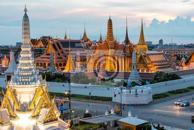 Ват Пхра Кео, храм Изумрудного Будды, Бангкок, Таиланд. Ват Пхра Кео-это знаменитый храм в Таиланде., 30x20 см, на бумагеБангкок<br>Постер на холсте или бумаге. Любого нужного вам размера. В раме или без. Подвес в комплекте. Трехслойная надежная упаковка. Доставим в любую точку России. Вам осталось только повесить картину на стену!<br>