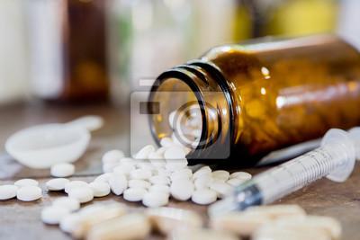 Лекарство для Лекарство лечения. Фармацевтическое лекарственное средство, Лекарство в контейнер для здоровья. Тема аптеку, пилюльки капсулы с лекарством антибиотиков в упаковках., 30x20 см, на бумагеАптека<br>Постер на холсте или бумаге. Любого нужного вам размера. В раме или без. Подвес в комплекте. Трехслойная надежная упаковка. Доставим в любую точку России. Вам осталось только повесить картину на стену!<br>
