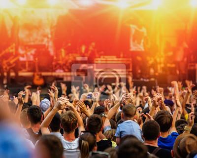 Постер Ночной клуб Музыкальный концерт рок-группы и любителей, 25x20 см, на бумагеНочной клуб<br>Постер на холсте или бумаге. Любого нужного вам размера. В раме или без. Подвес в комплекте. Трехслойная надежная упаковка. Доставим в любую точку России. Вам осталось только повесить картину на стену!<br>