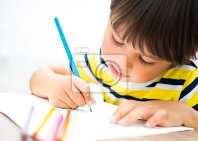 Постер Оформление офиса Ребенок рисует цветными карандашами, 28x20 см, на бумагеДетский сад<br>Постер на холсте или бумаге. Любого нужного вам размера. В раме или без. Подвес в комплекте. Трехслойная надежная упаковка. Доставим в любую точку России. Вам осталось только повесить картину на стену!<br>