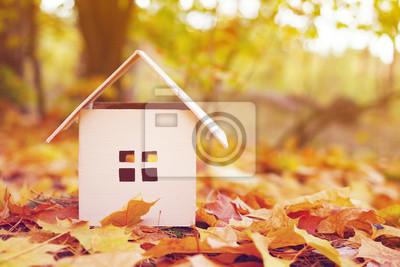 Дом из бумаги в ярко-желтые осенние листья. Модель картонный домик. Концепция продаже или покупке дома, 30x20 см, на бумагеЗагородная недвижимость<br>Постер на холсте или бумаге. Любого нужного вам размера. В раме или без. Подвес в комплекте. Трехслойная надежная упаковка. Доставим в любую точку России. Вам осталось только повесить картину на стену!<br>