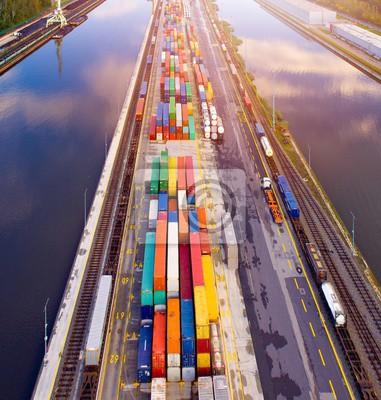 Вид с воздуха на грузовые контейнеры в порту., 20x21 см, на бумагеГрузоперевозки, логистика<br>Постер на холсте или бумаге. Любого нужного вам размера. В раме или без. Подвес в комплекте. Трехслойная надежная упаковка. Доставим в любую точку России. Вам осталось только повесить картину на стену!<br>