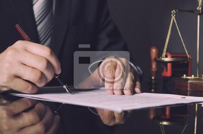 Адвокат в костюме работает в офисе, 30x20 см, на бумагеЮридические услуги<br>Постер на холсте или бумаге. Любого нужного вам размера. В раме или без. Подвес в комплекте. Трехслойная надежная упаковка. Доставим в любую точку России. Вам осталось только повесить картину на стену!<br>