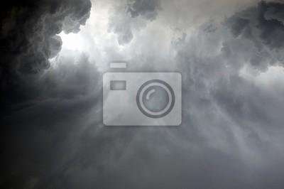 Постер Ураган, буря, торнадо Драматичные облака во время ливняУраган, буря, торнадо<br>Постер на холсте или бумаге. Любого нужного вам размера. В раме или без. Подвес в комплекте. Трехслойная надежная упаковка. Доставим в любую точку России. Вам осталось только повесить картину на стену!<br>