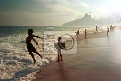 Постер Бразилия Пляж Ипанема, Рио-де-Жанейро, БразилияБразилия<br>Постер на холсте или бумаге. Любого нужного вам размера. В раме или без. Подвес в комплекте. Трехслойная надежная упаковка. Доставим в любую точку России. Вам осталось только повесить картину на стену!<br>