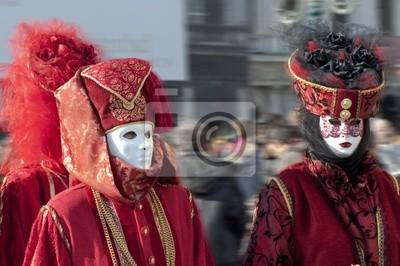 Постер Карнавал в Венеции Пара в красном карнавальный костюм для венецианского карнавала 2010 года, ИталияКарнавал в Венеции<br>Постер на холсте или бумаге. Любого нужного вам размера. В раме или без. Подвес в комплекте. Трехслойная надежная упаковка. Доставим в любую точку России. Вам осталось только повесить картину на стену!<br>