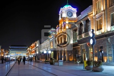 Постер Пекин Китай Пекин Qianmen старой торговой улице ночьюПекин<br>Постер на холсте или бумаге. Любого нужного вам размера. В раме или без. Подвес в комплекте. Трехслойная надежная упаковка. Доставим в любую точку России. Вам осталось только повесить картину на стену!<br>
