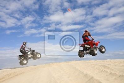 Два Четверных прыжков песчаные дюны, 30x20 см, на бумагеКвадроциклы<br>Постер на холсте или бумаге. Любого нужного вам размера. В раме или без. Подвес в комплекте. Трехслойная надежная упаковка. Доставим в любую точку России. Вам осталось только повесить картину на стену!<br>