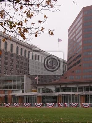 Постер Города и карты Филадельфия зданий с американскими флагами, 20x27 см, на бумагеФиладельфия<br>Постер на холсте или бумаге. Любого нужного вам размера. В раме или без. Подвес в комплекте. Трехслойная надежная упаковка. Доставим в любую точку России. Вам осталось только повесить картину на стену!<br>