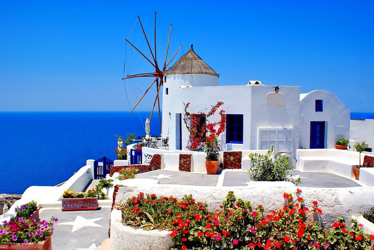 Постер Санторини Ветряная мельница на острове Санторини, ГрецияСанторини<br>Постер на холсте или бумаге. Любого нужного вам размера. В раме или без. Подвес в комплекте. Трехслойная надежная упаковка. Доставим в любую точку России. Вам осталось только повесить картину на стену!<br>