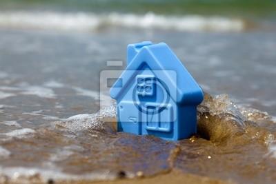 Постер Загородная недвижимость Игрушки из пластика дом на песке смывает волнаЗагородная недвижимость<br>Постер на холсте или бумаге. Любого нужного вам размера. В раме или без. Подвес в комплекте. Трехслойная надежная упаковка. Доставим в любую точку России. Вам осталось только повесить картину на стену!<br>