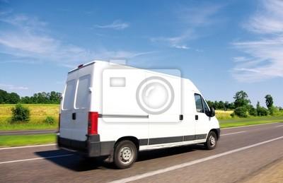 Белый поставки мини-грузовик на шоссе, на голубое небо., 31x20 см, на бумагеГрузоперевозки, логистика<br>Постер на холсте или бумаге. Любого нужного вам размера. В раме или без. Подвес в комплекте. Трехслойная надежная упаковка. Доставим в любую точку России. Вам осталось только повесить картину на стену!<br>