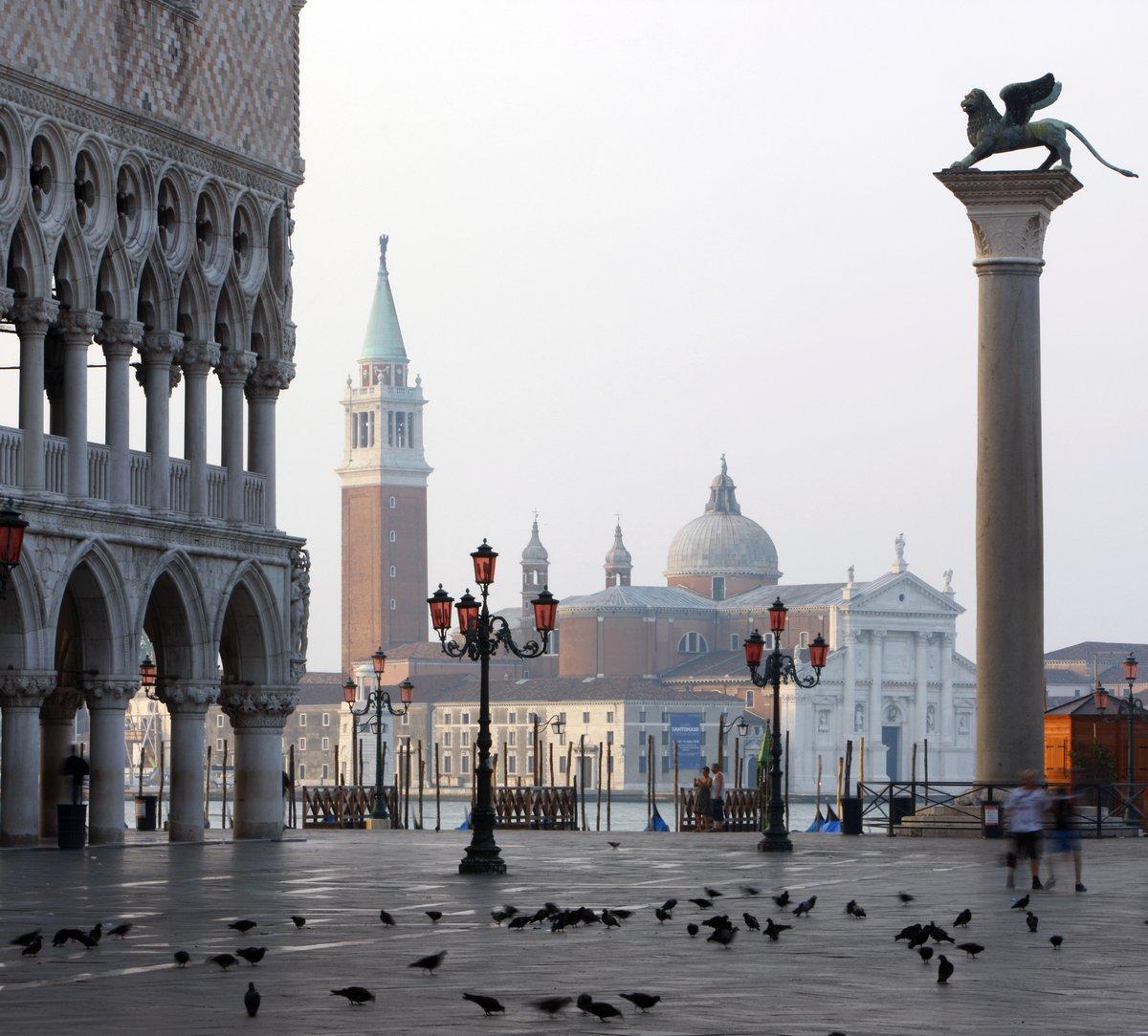 Постер Венеция Острове и церковь Сан-Джорджо Маджоре, Венеция, ИталияВенеция<br>Постер на холсте или бумаге. Любого нужного вам размера. В раме или без. Подвес в комплекте. Трехслойная надежная упаковка. Доставим в любую точку России. Вам осталось только повесить картину на стену!<br>