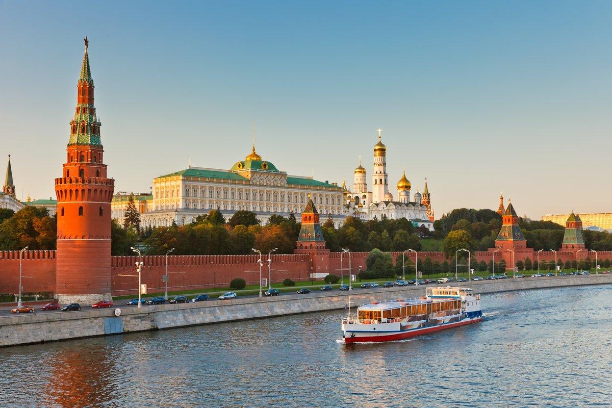 Постер Москва Московский Кремль-на закатеМосква<br>Постер на холсте или бумаге. Любого нужного вам размера. В раме или без. Подвес в комплекте. Трехслойная надежная упаковка. Доставим в любую точку России. Вам осталось только повесить картину на стену!<br>
