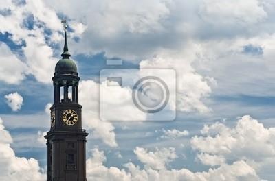Постер Гамбург Гамбургский рыбный рынок и облачное небоГамбург<br>Постер на холсте или бумаге. Любого нужного вам размера. В раме или без. Подвес в комплекте. Трехслойная надежная упаковка. Доставим в любую точку России. Вам осталось только повесить картину на стену!<br>