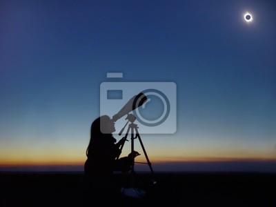 Постер Космос - разные постеры Полное Солнечное затмение наблюдения.Космос - разные постеры<br>Постер на холсте или бумаге. Любого нужного вам размера. В раме или без. Подвес в комплекте. Трехслойная надежная упаковка. Доставим в любую точку России. Вам осталось только повесить картину на стену!<br>