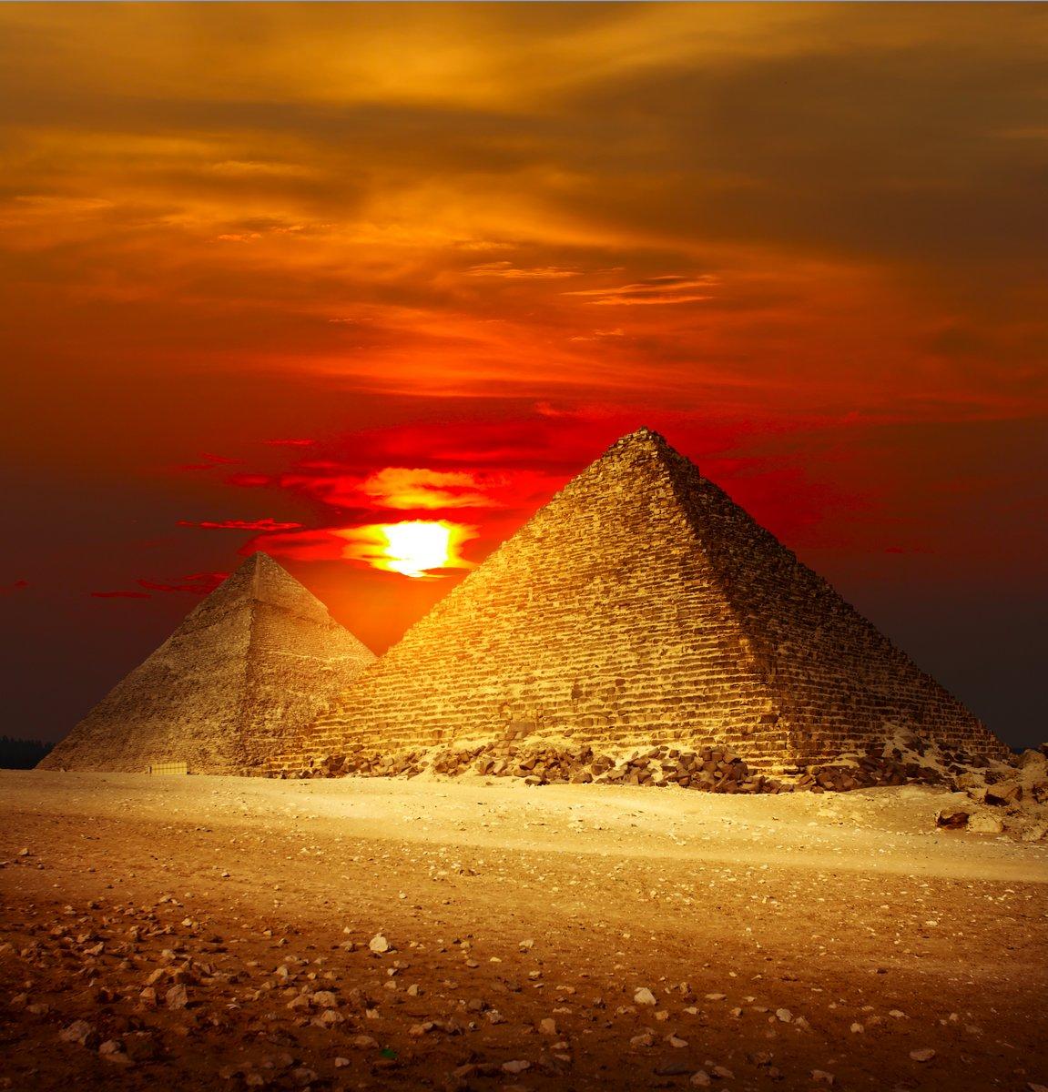 Постер Архитектура Постер 24893975, 20x21 см, на бумагеЕгипетские пирамиды<br>Постер на холсте или бумаге. Любого нужного вам размера. В раме или без. Подвес в комплекте. Трехслойная надежная упаковка. Доставим в любую точку России. Вам осталось только повесить картину на стену!<br>