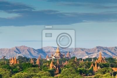 Постер Мьянма (Бирма) Храмы Баган, на восходе солнца, Баган, МьянмаМьянма (Бирма)<br>Постер на холсте или бумаге. Любого нужного вам размера. В раме или без. Подвес в комплекте. Трехслойная надежная упаковка. Доставим в любую точку России. Вам осталось только повесить картину на стену!<br>