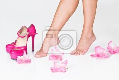 Постер Гладиолусы Французский педикюр, розовые цветы и высокие каблукиГладиолусы<br>Постер на холсте или бумаге. Любого нужного вам размера. В раме или без. Подвес в комплекте. Трехслойная надежная упаковка. Доставим в любую точку России. Вам осталось только повесить картину на стену!<br>