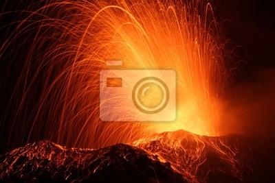 Постер Вулканы Извержение вулкана СтромболиВулканы<br>Постер на холсте или бумаге. Любого нужного вам размера. В раме или без. Подвес в комплекте. Трехслойная надежная упаковка. Доставим в любую точку России. Вам осталось только повесить картину на стену!<br>