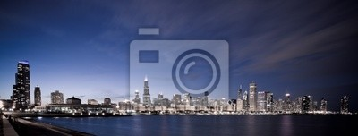 Постер Города и карты Чикаго панорамный ночью, 53x20 см, на бумагеЧикаго<br>Постер на холсте или бумаге. Любого нужного вам размера. В раме или без. Подвес в комплекте. Трехслойная надежная упаковка. Доставим в любую точку России. Вам осталось только повесить картину на стену!<br>