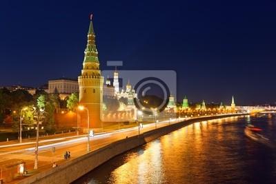 Постер Москва Московский Кремль на ночьМосква<br>Постер на холсте или бумаге. Любого нужного вам размера. В раме или без. Подвес в комплекте. Трехслойная надежная упаковка. Доставим в любую точку России. Вам осталось только повесить картину на стену!<br>