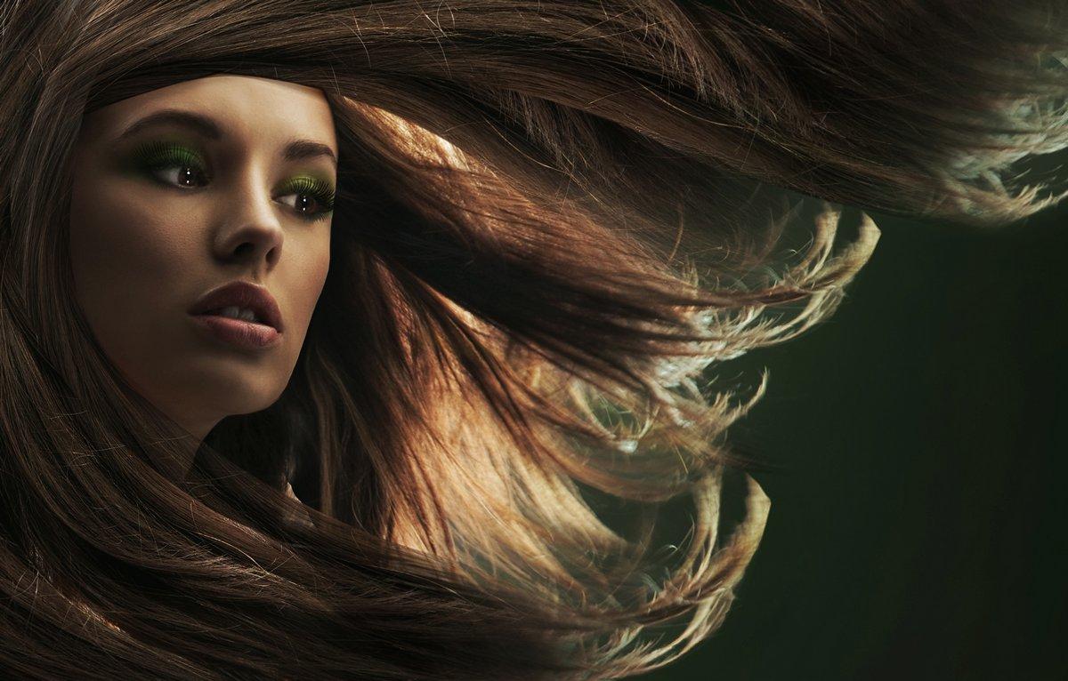 Постер Салон красоты Красивая женщина с длинными каштановыми волосамиСалон красоты<br>Постер на холсте или бумаге. Любого нужного вам размера. В раме или без. Подвес в комплекте. Трехслойная надежная упаковка. Доставим в любую точку России. Вам осталось только повесить картину на стену!<br>