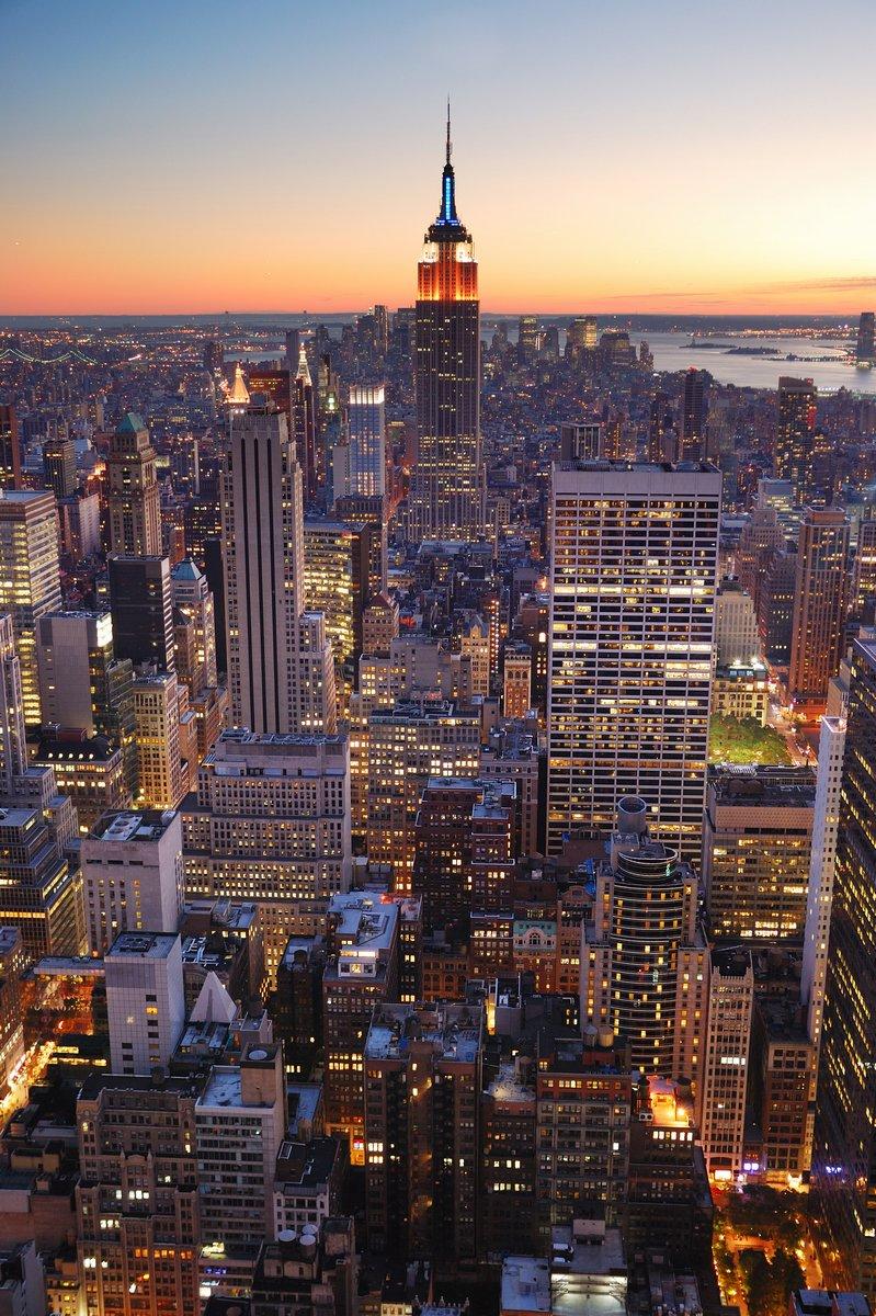 Постер Нью-Йорк Нью-Йорк Манхэттен Эмпайр-Стейт-БилдингНью-Йорк<br>Постер на холсте или бумаге. Любого нужного вам размера. В раме или без. Подвес в комплекте. Трехслойная надежная упаковка. Доставим в любую точку России. Вам осталось только повесить картину на стену!<br>