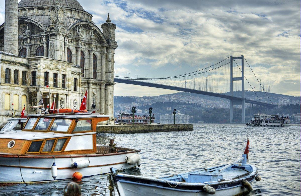 Постер Стамбул Там, где встречаются два континента: СтамбулСтамбул<br>Постер на холсте или бумаге. Любого нужного вам размера. В раме или без. Подвес в комплекте. Трехслойная надежная упаковка. Доставим в любую точку России. Вам осталось только повесить картину на стену!<br>