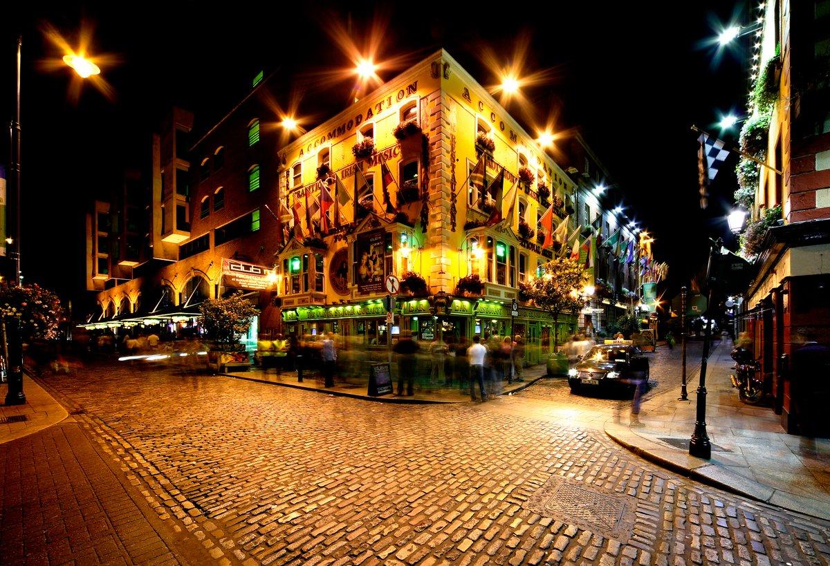 Постер Дублин Ночной вид храма бар-стрит в Дублине, ИрландияДублин<br>Постер на холсте или бумаге. Любого нужного вам размера. В раме или без. Подвес в комплекте. Трехслойная надежная упаковка. Доставим в любую точку России. Вам осталось только повесить картину на стену!<br>