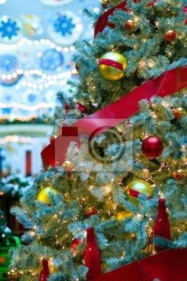 Постер 12.31 Новый Год Украшенная рождественская елка12.31 Новый Год<br>Постер на холсте или бумаге. Любого нужного вам размера. В раме или без. Подвес в комплекте. Трехслойная надежная упаковка. Доставим в любую точку России. Вам осталось только повесить картину на стену!<br>