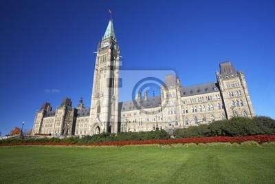 Постер Оттава Парламент Канады с зеленой травой, на переднем плане,Оттава<br>Постер на холсте или бумаге. Любого нужного вам размера. В раме или без. Подвес в комплекте. Трехслойная надежная упаковка. Доставим в любую точку России. Вам осталось только повесить картину на стену!<br>