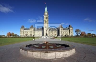 Постер Оттава Парламент Канады, Герои пламени памятник, ОттаваОттава<br>Постер на холсте или бумаге. Любого нужного вам размера. В раме или без. Подвес в комплекте. Трехслойная надежная упаковка. Доставим в любую точку России. Вам осталось только повесить картину на стену!<br>