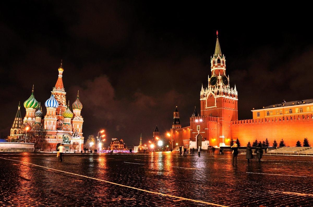 Постер Москва Московский Кремль и Красная Площадь ночью.Москва<br>Постер на холсте или бумаге. Любого нужного вам размера. В раме или без. Подвес в комплекте. Трехслойная надежная упаковка. Доставим в любую точку России. Вам осталось только повесить картину на стену!<br>
