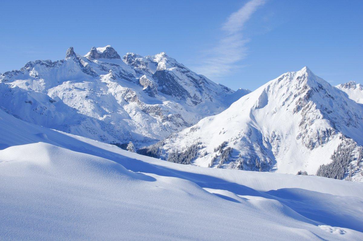 Постер Пейзаж горный Winterlandschaft в ден AlpenПейзаж горный<br>Постер на холсте или бумаге. Любого нужного вам размера. В раме или без. Подвес в комплекте. Трехслойная надежная упаковка. Доставим в любую точку России. Вам осталось только повесить картину на стену!<br>